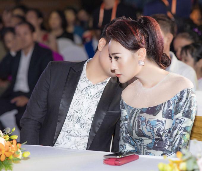 Phương Oanh Quỳnh búp bê thân thiết Việt Anh tại sự kiện - 1