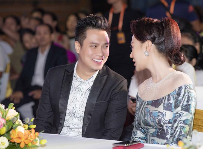 Phương Oanh Quỳnh búp bê thân thiết Việt Anh tại sự kiện - 2