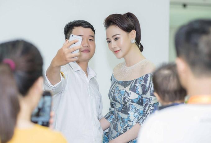 Phương Oanh Quỳnh búp bê thân thiết Việt Anh tại sự kiện - 5