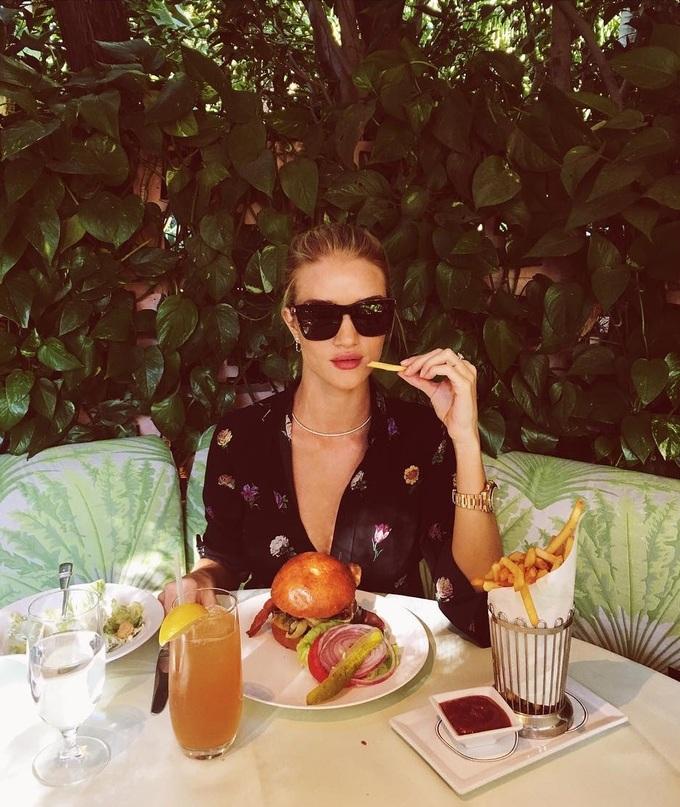 Bí quyết ăn uống thỏa thích không lo tăng cân từ các siêu mẫu