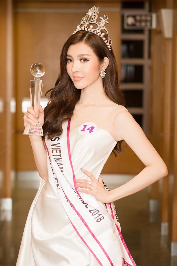 Bùi Lý Thiên Hương sinh năm 1996, cao 1,74 m, số đo ba vòng là: 84-64-91. Nhan sắc của cô được ví như bản sao của diễn viên Lý Nhã Kỳ.