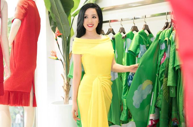 Bắt kịp trào lưu thịnh hành, hai nhà thiết kế Vũ Ngọc & Son đã mang tới nhiều mẫu váy thu hút được sự quan tâm của Giáng My và nhiều người đẹp nổi tiếng.