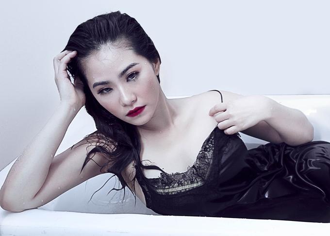 Nhiếp ảnh: Bùi Nhật Thắng, stylist: Hồ Xuân Hải, trang điểm:Lê Tâm Hồng, làm tóc: Quỳnh Như.