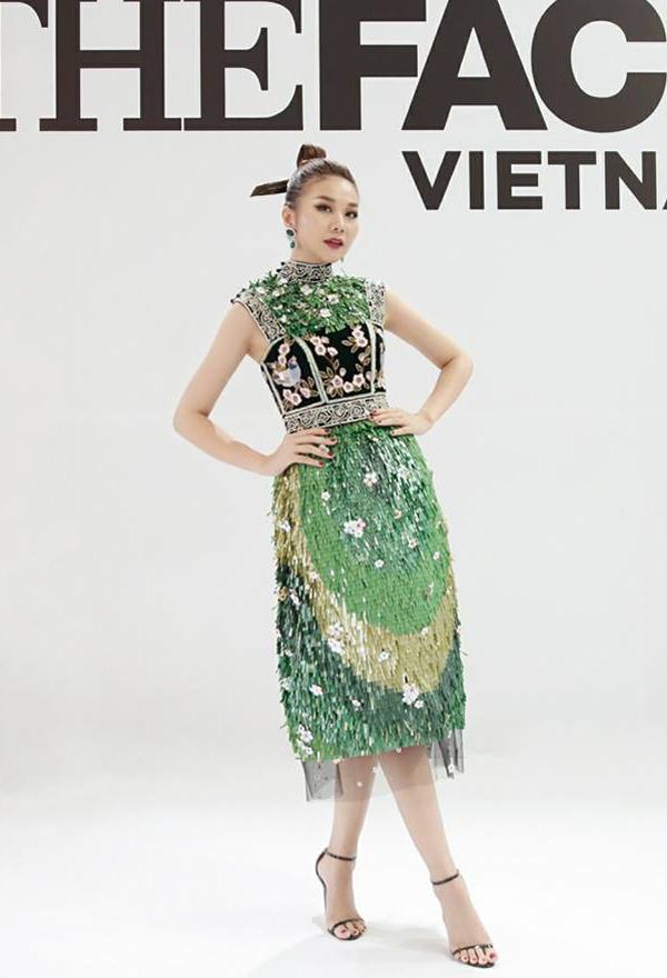 Trở lại ghế nóng của chương trình truyền hình thực tế, Thanh Hằng chăm chút cho phong cách thời trang và biến đổi không ngừng với nhiều tạo hình khác nhau.