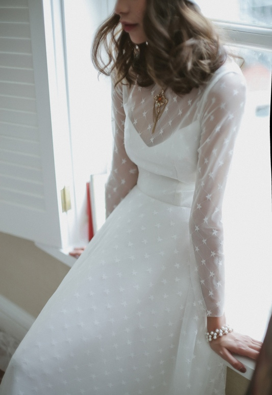 Các cô gái theo đuổi phong cách dịu dàng, nữ tính sẽ không thể bỏ qua chiếc váy cưới ngàn saonày.