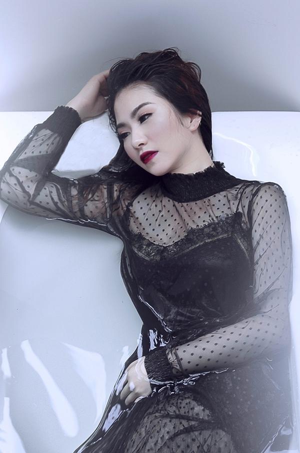 Sắp tới, nữ ca sĩ tái ngộ khán giả Việt Nam để quảng bá cho single mới sau chuyến lưu diễn nước ngoài.