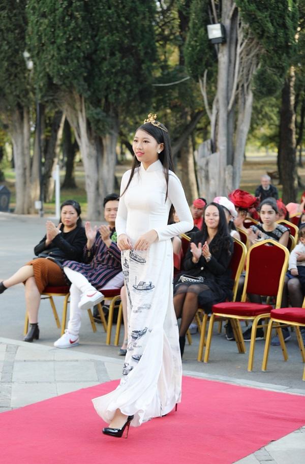 Ngọc Lan Vy là gương mặt nhí châu Á nổi bật tại các cuộc thi nhan sắc và tài năng. Cô bé sinh năm 2005, vừa đoạt ngôi Hoa hậu Hoàn vũ nhí 2018 - Little Miss Universe 2018 tổ chức tại Antalya, Thổ Nhĩ Kỳ hồi tháng 5. Đây là lần đầu Việt Nam có đại diện đi thi ở đấu trường này. Trước đó, trong cuộc thi Hoa hậu và Nam vương nhí Á Âu - Little Miss & Mr Eurasia 2017, Lan Vy đăng quang, đồng thời đoạt thêm hai giải Hoa hậu nhí duyên dáng và Trang phục dạ hội đẹp nhất.