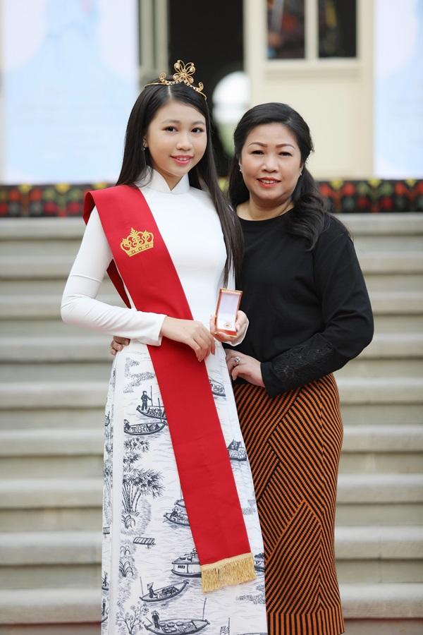 Đây là vinh hạnh lớn lao cho Ngọc Lan Vy, gia đình cũng như người dìu dắt, đại diện của cô bé cho biết.