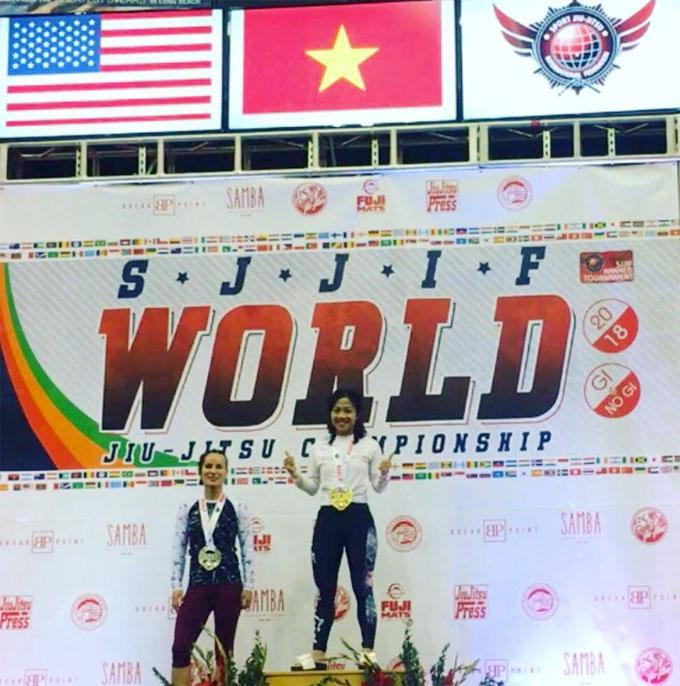 Lê Thị Minh Huệ nhận HC vàng ở giải đấu tại Mỹ.