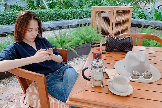 Đàm Thu Trang - bạn gái của doanh nhân Cường Đôla tự nhủ:  Đừng tự huỷ hoại ngày hôm nay bằng những suy nghĩ tiêu cực của ngày hôm qua. Ngày hôm qua nó qua rồi.