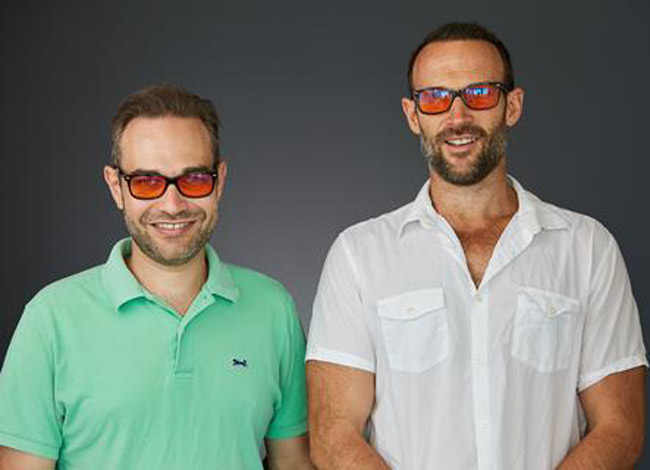 Hai đồng sáng lập thương hiệu kínhSwanwick Sleep:Tristan (trái) và James Swanwick. Ảnh:  Swanwick Sleep.
