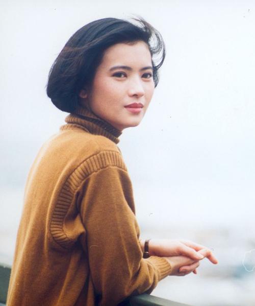 Lam Khiết Anh và Quan Chi Lâm cùng tuổi, cùng thế hệ nhưng không đóng phim chung. Dù vậy, Lam Khiết Anh từng nhiều lần khen Chi Lâm xinh đẹp, diễn xuất tốt.