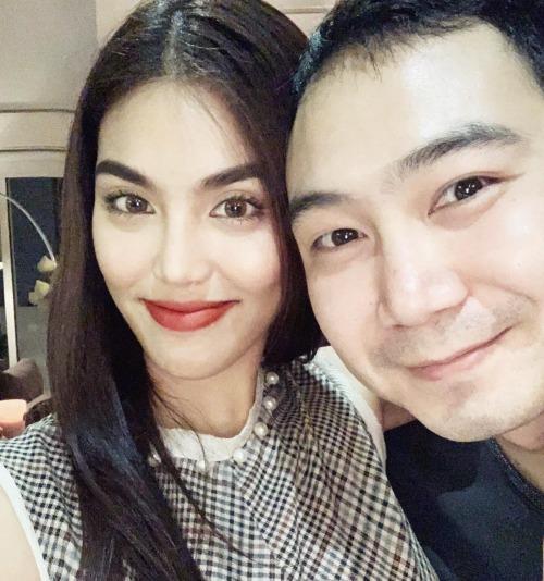 Lan Khuê rạng rỡ khi selfie cùng ông xã John Tuấn Nguyễn.