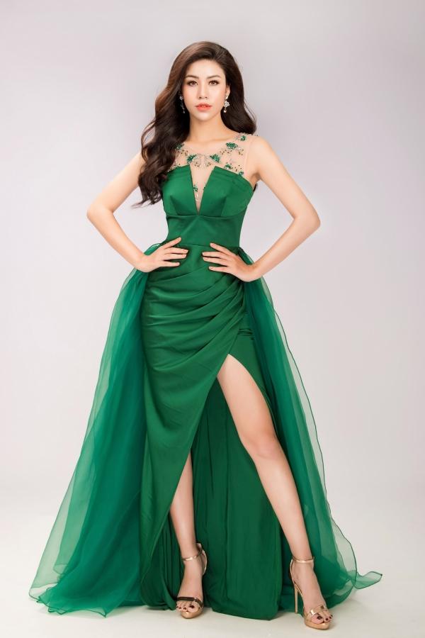Đối thủ của Hoa hậu Phương Khánh diện váy ôm khoe vóc dáng - 4