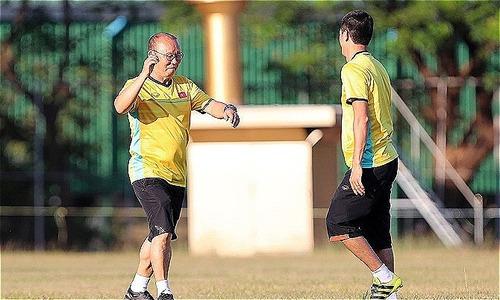 HLV Park Hang-seo vui vẻ khi tuyển Việt Nam có sân tập ưng ý