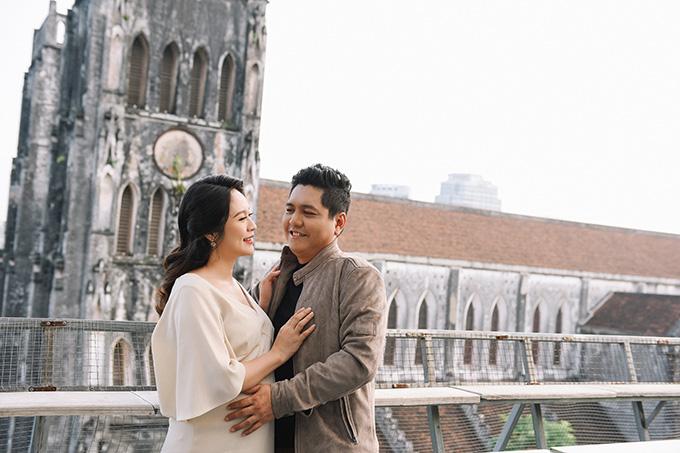 Vợ chồng Thanh Thúy - Đức Thịnh tình tứ trong một ngày dạo phố Hà Nội.