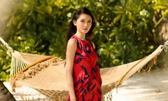 Á hậu Thùy Dung gợi ý chọn váy đi biển mùa thu
