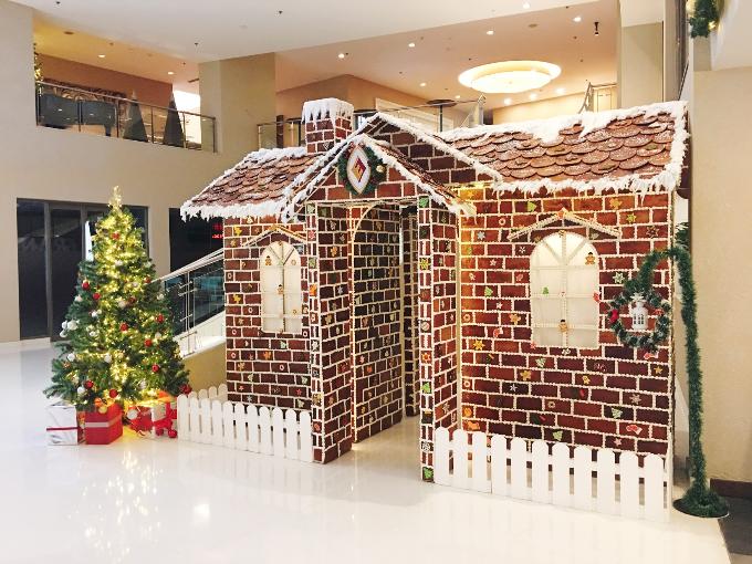 Bạn sẽ có một Noel ấm cúng và sang trọng khi thưởng thức bữa tiệctại khách sạn.