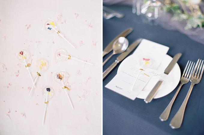 Lễ đính hôn mang sắc đen và tím hoa cà