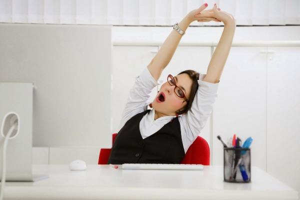 Để khắc phục tình trạng ngồi nhiều, bạn nên: