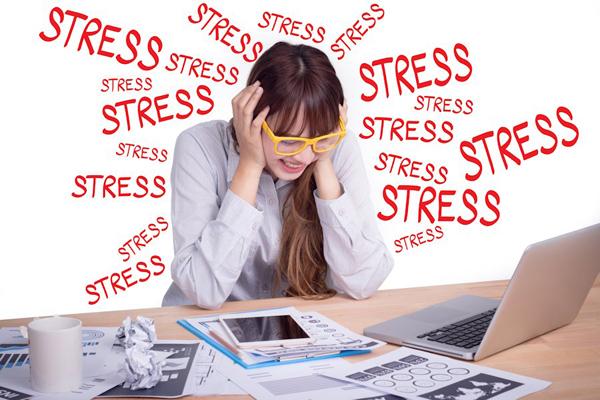 StressTheo nghiên cứu, ngồi liên tục dẫn tới thiếu endorphins, một chất có tác dụng tạo cảm xúc tích cực, cải thiện tâm trạng. Các hoạt động thể chất lại giúp tăng endorphins cho cơ thể. Vì vậy, ngồi một chỗ quá lâu có thể làm tăng nguy cơ bị stress.