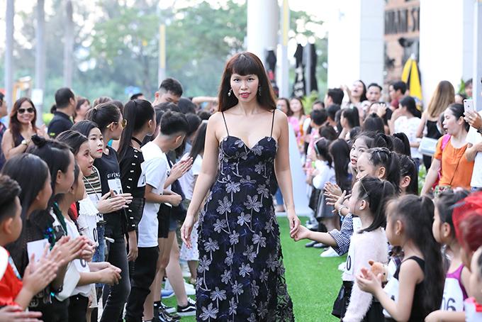 Buổi casting diễn ra sôi nổi với hơn 200 mẫu nhí trong và ngoài nước ở độ tuổi từ 4 đến 16 tuổi đăng kí tham gia.