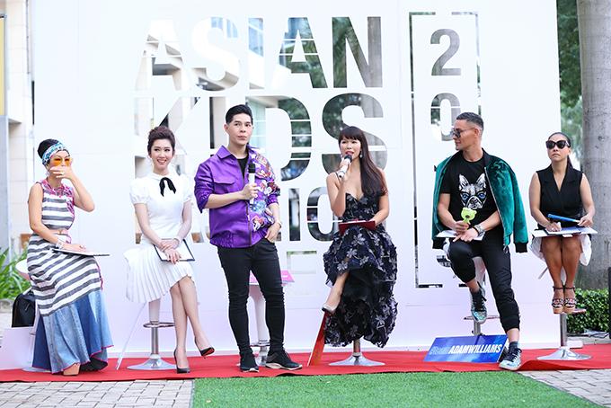 Buổi casting Tuần lễ thời trang trẻ em châu Á - Asian Kids Fashion Week vòng 2 đãđược tổ chức tại Phố đi bộ quận 7, TP HCM với sự góp mặt của đạo diễn Nguyễn Hưng Phúc, siêu mẫu Hà Anh, diễn viên Thuý Ngân, nhà thiết kế Thanh Huỳnh, chuyên gia đào tạo catwalk Adam Williams.