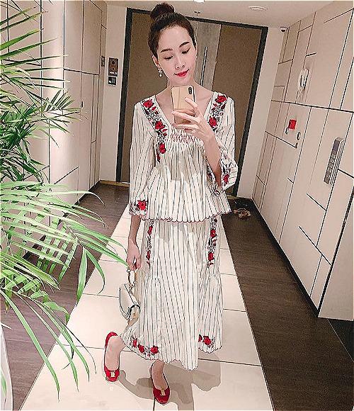 Hoa hậu Đặng Thu Thảo selfie khoe Đầm hoa mua mùa xuân mặc mùa đông và được fan khen ngợi xinh hết phần người khác.