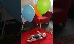 Mẹo khiến bé nằm chơi ngoan cho rảnh tay làm việc