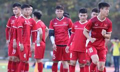 Tuyển Việt Nam hứng khởi tập luyện trên sân mới