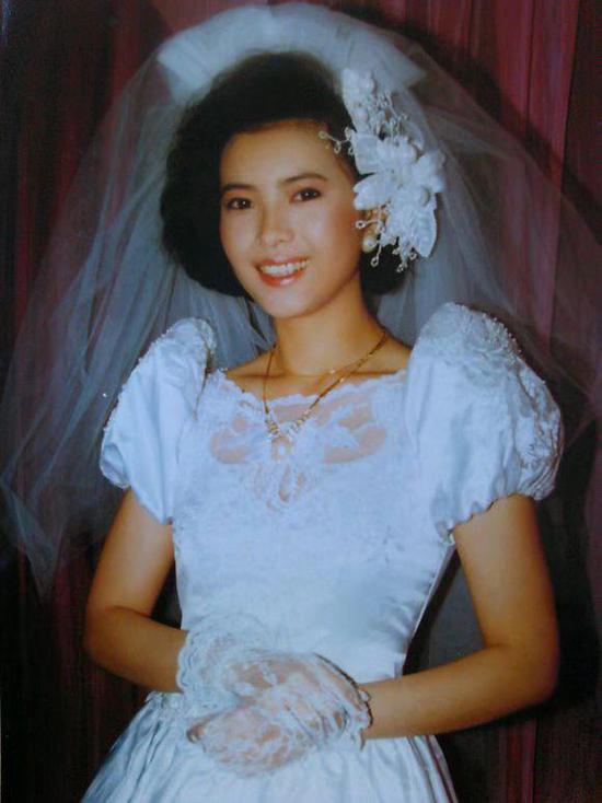 Lam Khiết Anh qua đời tại nhà riêng ở tuổi 55. Từng có nhiều người tình, nhưng cô chưa bao giờ khoác áo cưới, thực sự kết hôn.