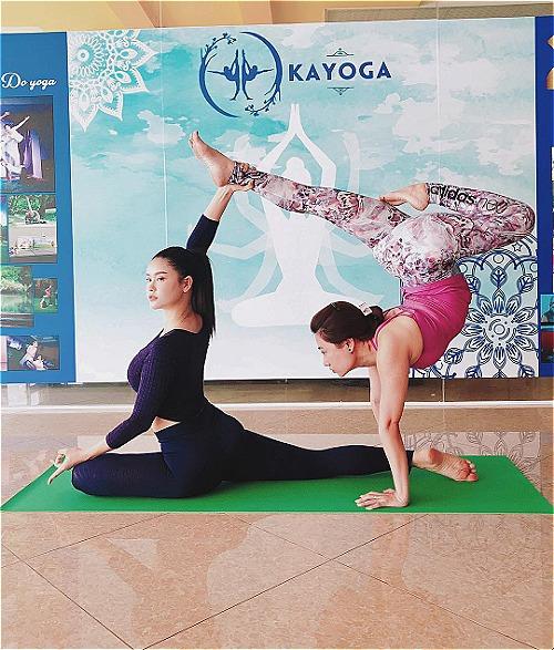 Trương Quỳnh Anh chăm chỉ tập yoga.