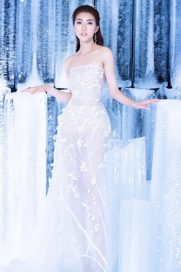 Hoa hậu Tường Linh xuất hiện trong bộ ảnh mới với vẻ đẹp rạng rỡ và thân hình mảnh mai.