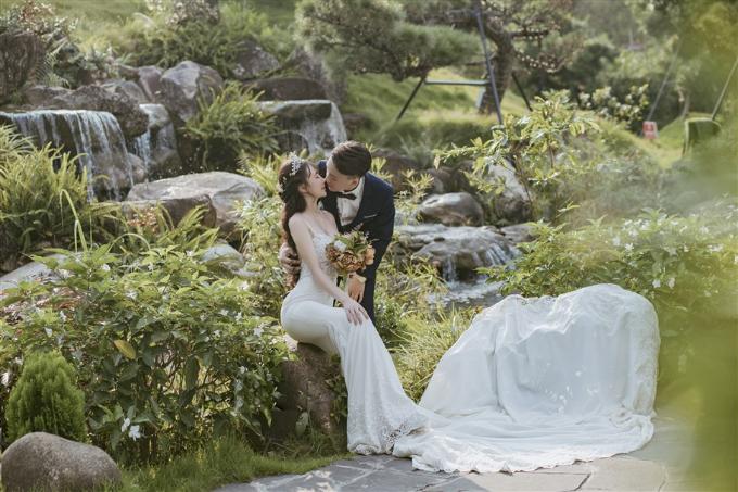 Những tiểu cảnh được tạo dựng công phu ở Vườn Nhật thậm chí còn trở thành bối cảnh thiên nhiên tuyệt diệu trong nhiều bộ hình cưới độc đáo của các cặp đôi.