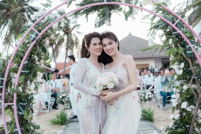 Hôn lễ ở biển của chị gái Ngọc Trinh và ca sĩ Tiêu Quang