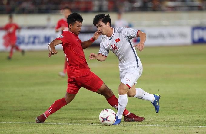 Đội tuyển Việt Namkhởi đầu chiến dịch AFF Cup 2018thuận lợi, với hai bàn thắng dẫn trước Lào ngay hiệp một.