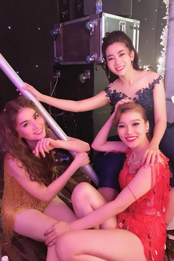 Bạn bè đồng nghiệp tuy lo lắng nhưng vui mừng khi Mai Phương (váy xanh)dần vực dậy sau biến cố sức khỏe, tìm niềm vui trong công việc lẫn cuộc sống.