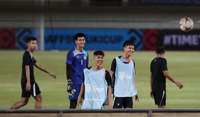 Việt Nam và Lào tập kín trước trận quyết đấu