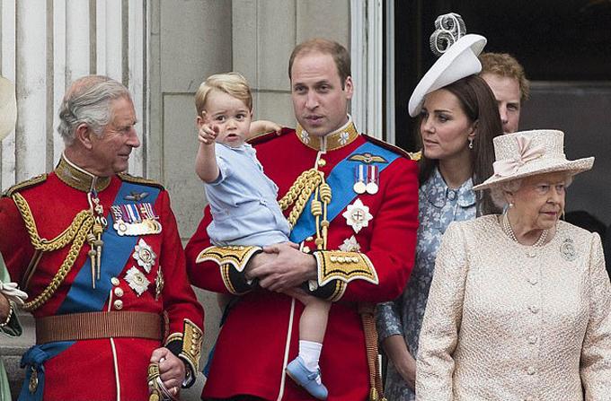 Hoàng tử William: Bố tôi dành quá ít thời gian cho các cháu