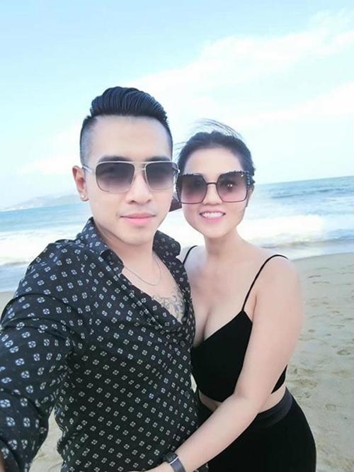 Tiêu Quang tiết lộ anh và bạn gái dính như sam kể từ lúc yêu nhau.