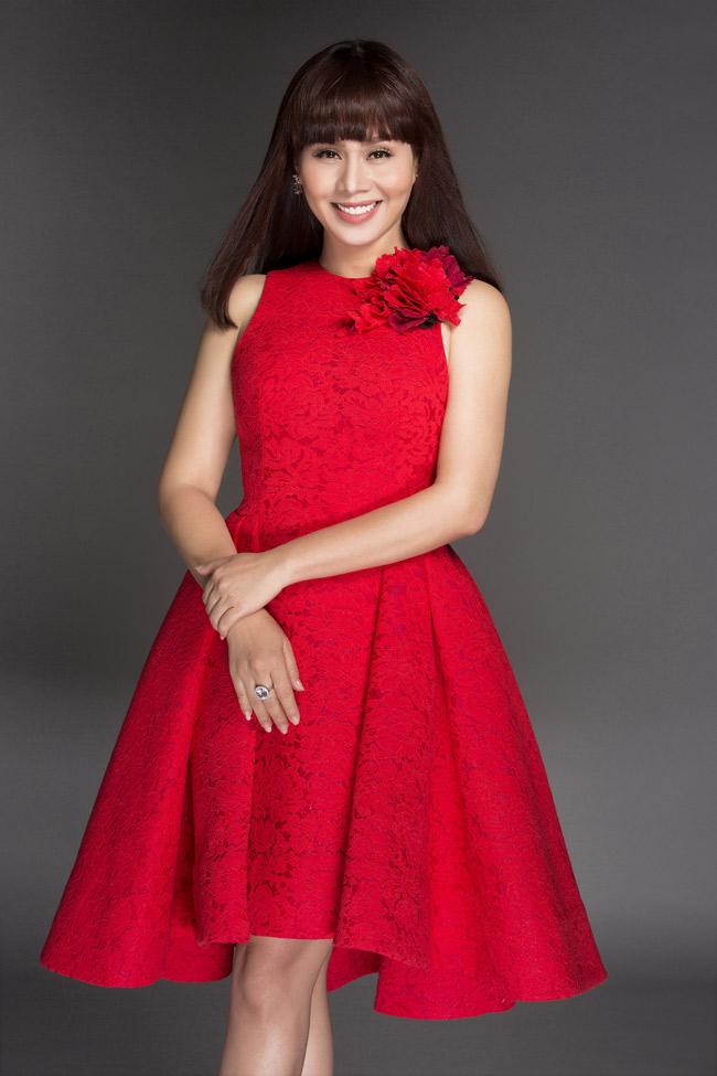 Doanh nhân Hằng Nguyễn còn được biết với vai trò nhà thiết kế show diễn thời trangTôi đi giữa hoàng hôn sẽ thực hiện vào đầu tháng 12 tới tại Đà Lạt.