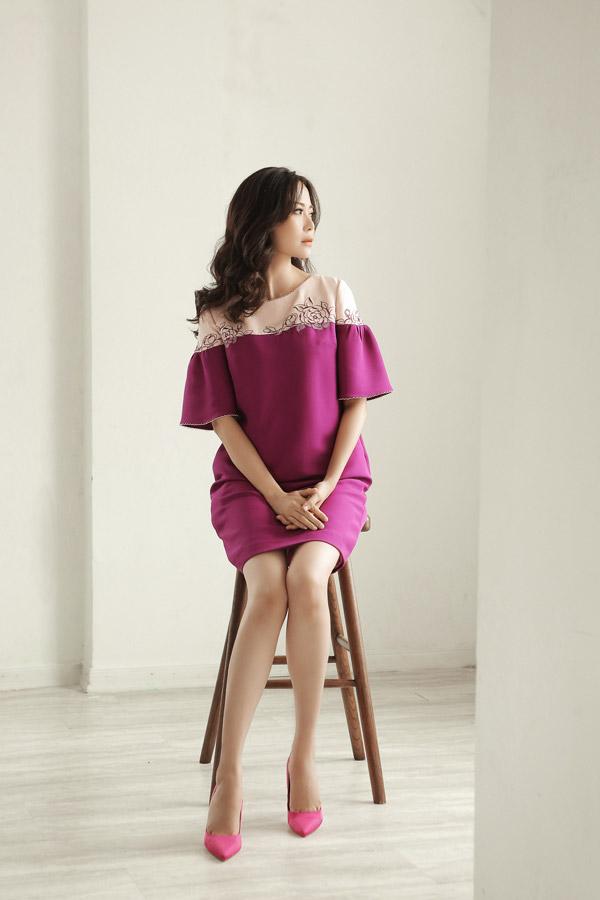 Hoa hậuThu Thủy trở thành nàng thơ trongbộ sưu tập thu đông mới của NTK Xuân Lê. Trong bộ ảnh, bà mẹ hai con thể hiện vẻ mong manh, nữ tính nhưng đầy cuốn hút của một người phụ nữ đã bước sang tuổi 43.