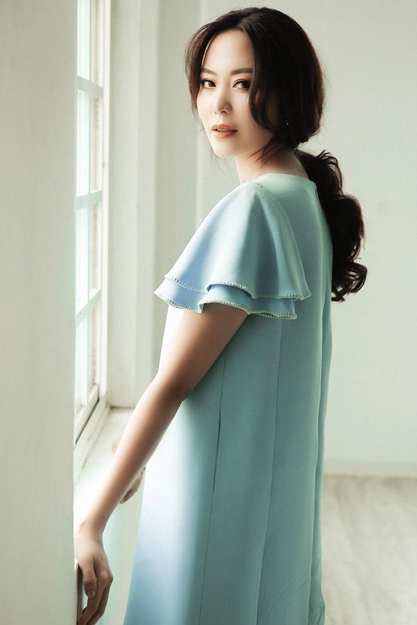 Bộ ảnh được thực hiện với sự hỗ trợ của stylist Trần Hoàng Anh, make-up: Phương Thảo, hair: Cương Nguyễn.