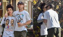 Shia LaBeouf hôn bạn gái cũ của Robert Pattinson trên phố