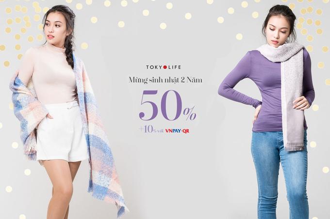 Nhiều phụ kiện thời trang cũng giảm giá dịp này. Ngoài ra, khách hàng thanh toán bằng VnPay còn được giảm thêm 10% trên tổng hóa đơn.