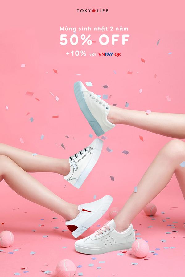 Mùa thu đông, những đôi giày thể thao trở thành người bạn đồng hành không thể thiếu với nhiều cô nàng. TokyoLife không ngừng cập nhật mẫu mã mới cho phái đẹp thêm nhiều lựa chọn về giày dép.