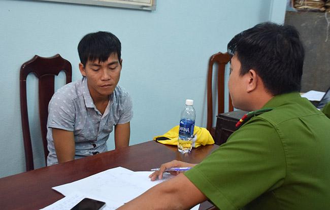 Trần Văn Quang tại cơ quan điều tra. Ảnh: Bình Trị.