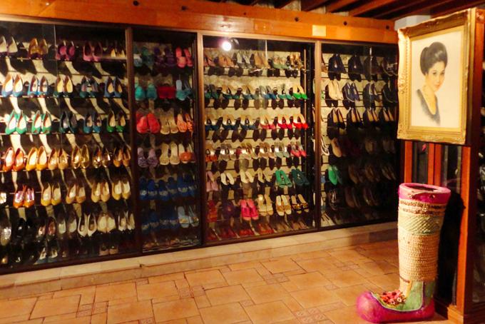 Bộ sưu tập giày cảu bà Imelda Marcos. Ảnh: Manila Picture.