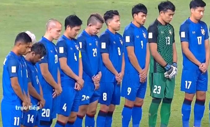 Tuyển thủ Thái dành một phút mặc niệm tỷ phú Vichai.