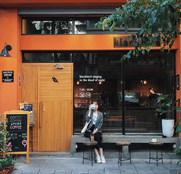 Địa chỉ cuối tuần: quán cà phê được yêu thích nhờ mặt tiền ở Hà Nội
